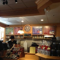 Photo taken at The Coffee Bean & Tea Leaf by Franklin A. on 11/6/2012
