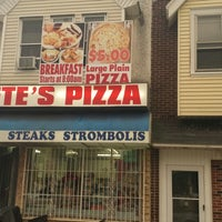 Photo taken at Original Pete's Pizza & Wings by C K. on 6/25/2013