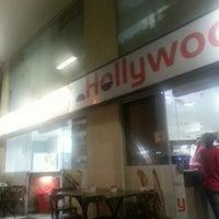 Photo taken at Hollywood Pães e Conveniência by Eduardo H. on 10/24/2013
