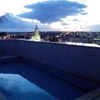Photo taken at Plaza Inn Flat Araxá by Mateus C. on 10/29/2013