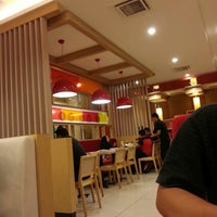 Photo taken at Pizza Hut by Rosslanmt R. on 5/1/2013