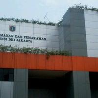 Photo taken at Dinas Pertamanan dan Pemakaman Provinsi DKI Jakarta by Taufiq O. on 10/10/2012