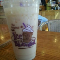 Photo taken at The Coffee Bean & Tea Leaf by Mimi M. on 10/26/2011