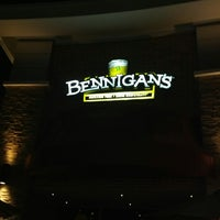 Photo taken at Bennigan's by Mauricio F. on 2/21/2013