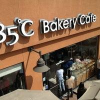 Photo taken at 85°C Bakery Cafe by Hai C. on 5/25/2013