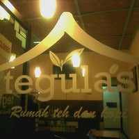 Photo taken at Tegulas (rumah teh dan kopi) by Achmad W. on 10/6/2012