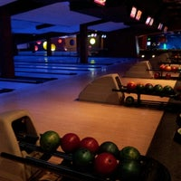 Photo taken at Bowlmor Cupertino by Dmytro on 4/27/2013