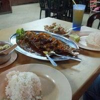Photo taken at Restoran Mamak Mastiara by Rosmazly A. on 9/30/2012