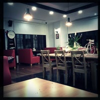 Photo taken at London Cafe & Food Point by Tarkan Ç. on 4/12/2013
