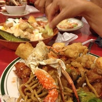 Photo taken at Ho Wah Chinese Buffet by Lynn A. on 8/6/2014