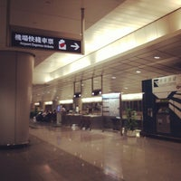 Photo taken at MTR Kowloon Station 九龍站 by murolovebeer on 5/20/2013