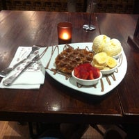 Photo taken at Max Brenner Chocolate Bar by ögem Y. on 9/25/2015