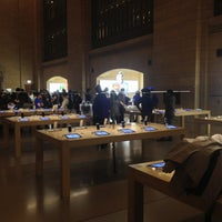 Photo taken at Apple Grand Central by Fabio B. on 2/14/2013