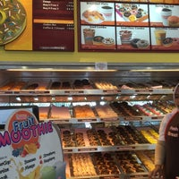 Photo taken at Dunkin' Donuts by Lee B. on 5/30/2015