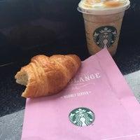 Photo taken at Starbucks by Gustavo F. on 6/15/2015