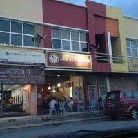 Photo taken at Nasi Ayam Gemas Mustafah (Alam Jaya) by Ayu'shaza A. on 12/19/2012