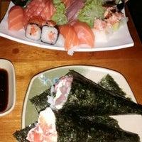 Foto tirada no(a) Maru Sushi por Kalu L. em 11/2/2015