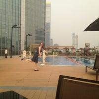 Photo taken at Sheraton Guangzhou Hotel 广州喜来登酒店 by Maria K. on 4/21/2013