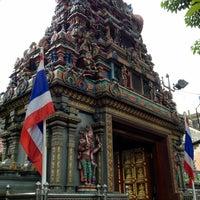 Photo taken at วัดพระศรีมหาอุมาเทวี (วัดแขก) Sri Mahamariamman Temple by TASYA M. on 11/24/2012
