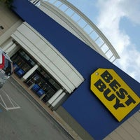 Photo taken at Best Buy by Yasser A. on 5/24/2016
