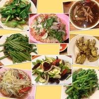Photo taken at ครัวยกนิ้ว by LookSorn B. on 10/14/2014
