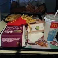 Photo taken at McDonald's by MehmetaLi T. on 9/14/2012