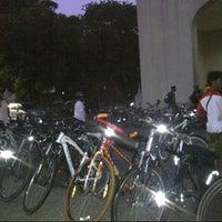 Photo taken at Universitas Al Azhar Indonesia by RISTAN on 9/22/2012