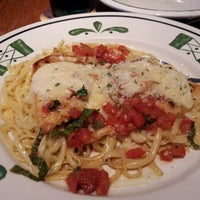 Photo taken at Olive Garden by Robbin T. on 5/26/2013
