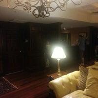 Photo taken at The Bellmoor Inn & Spa by Warren R. on 5/16/2013