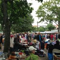 Das Foto wurde bei Flohmarkt am Mauerpark von Gizem K. am 7/14/2013 aufgenommen