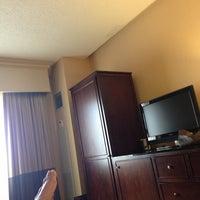 Foto tomada en DoubleTree by Hilton Hotel Chicago O'Hare Airport - Rosemont por Dannie W. el 5/25/2013