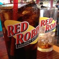 Photo taken at Red Robin Gourmet Burgers by Glenn B. on 6/1/2013