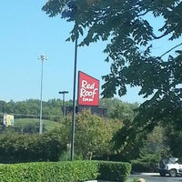 Photo taken at Red Roof Inn & Suites Pigeon Forge - Parkway by Fred H. on 9/20/2012