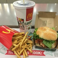 Photo taken at McDonald's by Jose L. on 11/9/2014