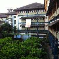 Photo taken at Universitas Islam Bandung (UNISBA) by Adhit T. on 5/7/2013