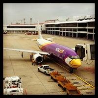 Photo taken at Don Mueang International Airport (DMK) by ดอกหญ้า เ. on 7/22/2013