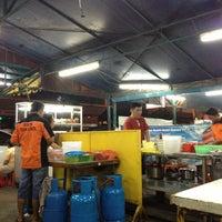 Photo taken at Bakmi Sido Laris by Mick on 10/25/2012