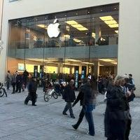 Das Foto wurde bei Apple Store, Rosenstraße von Игорь К. am 10/18/2012 aufgenommen