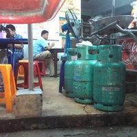 Photo taken at ราดหน้ายอดผักหมูหมัก ลาดพร้าว 71 by Laniinx B. on 9/27/2012