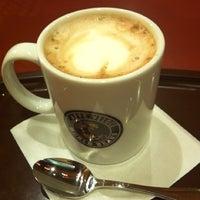 Photo taken at Caffé Veloce by Larody on 11/2/2012