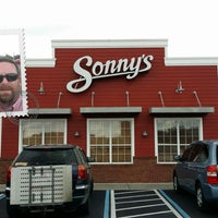 Photo taken at Sonny's BBQ by Curtis S. on 10/19/2013