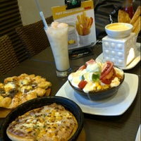 Photo taken at Pizza Hut by Fakhriza R. on 11/24/2012