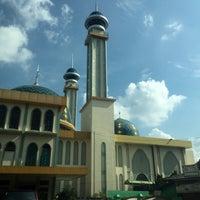 Photo taken at Masjid Agung AL-BARKAH Bekasi ® by 🐝TΛMTOMO  DΛNISWΛRΛ™ on 7/14/2016