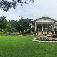 Photo taken at Istana Kepresidenan Cipanas by 🐝TΛMTOMO  DΛNISWΛRΛ™ on 3/26/2016