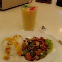 Photo taken at Qua-Li Noodle & Rice by Putri R. on 5/16/2014