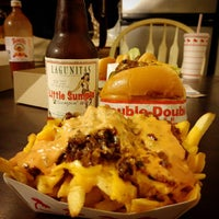 Photo taken at In-N-Out Burger by Heriberto P. on 12/14/2015