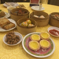 Photo taken at Swatow Seafood Restaurant 汕头海鲜 by Anthony L. on 9/24/2016