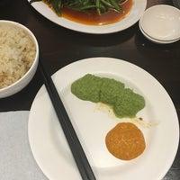 รูปภาพถ่ายที่ 五星海南鸡饭 five star hainanese chicken rice โดย Jun Q. เมื่อ 6/29/2016