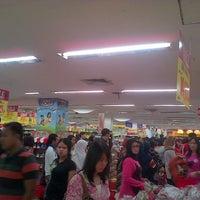 Photo taken at Hari Hari Pasar Swalayan by oey w. on 2/2/2013
