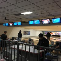 Photo taken at 4th Street Bowl by Marie on 11/26/2016